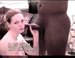 Здоровый негр трахает рыжую девицу в глотку огромным черным пенисом