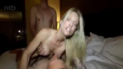 Блондинку поебывают двое